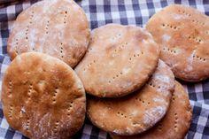 Norska tekakor – Niiinis Kitchenlife Hamburger, Bread, Cookies, Baking, Desserts, Food, Contouring, Christmas Ideas, Crack Crackers