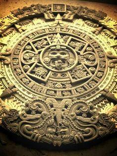 CALENDARIO AZTECA Mayan Tattoos, Art Central, Aztec Art, History Images, Chicano Art, Mexican Art, Ancient Artifacts, Ancient Civilizations, Sacred Geometry