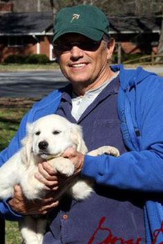 George Strait gets a new puppy. Look at this beauty, and the puppy's name is Jammer!