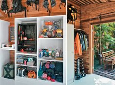 A garagem para motos virou um galpão para hobbies do morador - Casa#5