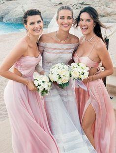 Tendência Demoiselle: madrinhas usam vestidos do mesmo tom  - Glamour   Casamento
