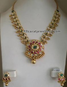 Pachi Necklace with Gold Muvvalu - Gold Jewelry Gold Earrings Designs, Gold Jewellery Design, Necklace Designs, Necklace Ideas, Fashion Jewellery, Real Gold Jewelry, Simple Jewelry, India Jewelry, Schmuck Design