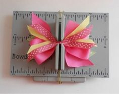 Super cute hair bow tutorial on making it perfect every time! #easyhairbows in minutes