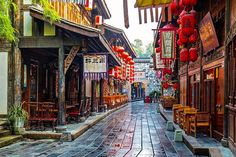 Chengdu is a city brimming with a strong leisurely ambience. Jinli Street, located to the east of the Wuhou Temple of Chengdu is particularly representative of this city. #Travel #charmingChina