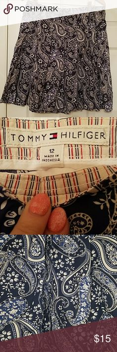 Tommy Hilfiger pleated cotton skirt Worn a few times last summer. Tommy skirt. The pleats make the skirt light and airy. 100% cotton. totally opaque. Great skirt Dark Navy blue and white Tommy Hilfiger Skirts