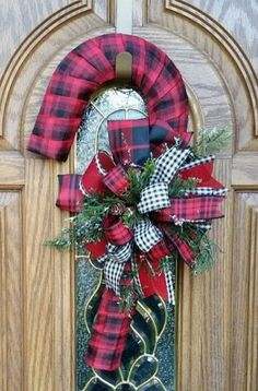 Make your Christmas decorations much more flavourful, fragrant & fantastic with these cutest Candy cane Christmas decorations. From candy cane wreaths to Christmas Door Hangings, Christmas Door Wreaths, Christmas Door Decorations, Holiday Wreaths, Christmas Crafts, Christmas Ornaments, Cozy Christmas, Winter Wreaths, Christmas Countdown
