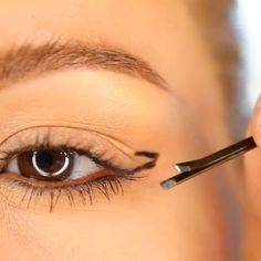 Bobby Pin Eyeliner Hack - How to Do Winged Liner