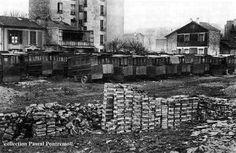 #photo Les voitures du funiculaire de #Belleville dans un terrain vague d'Issy-les-Moulineaux en 1925 © Pascal Pontremoli
