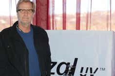 From HBO's hit series Newsroom, Jeff Daniels is all business in his Crizal UV lenses