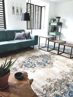 Vintage rug in nice interior. Mooi vintage vloerkleed van rozenkelim in schitterend interieur.