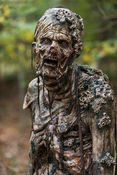 """Este domingo FOX PREMIUM presenta el final de temporada de """"THE WALKING DEAD"""" la misma noche que su emisión en Estados Unidos   Domingo 2 de abril a las 23.30 hs. en FOX Premium series.  Se acerca un momento decisivo en la serie post-apocalíptica con más seguidores en todo el mundo. FOX Premium presenta en su propuesta exclusiva de App & TV el final de la segunda parte de la 7ma temporada de The Walking Dead la misma noche de su emisión en Estados Unidos: el domingo 2 de abril a las 23.30…"""