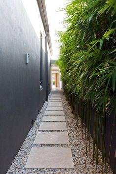 Beautiful Backyard Garden Path & Walkway Ideas On A Budget Schöne Hinterhof Gartenweg & Backyard Garden Design, Garden Landscape Design, Backyard Designs, Small Garden Design, Side Garden, Garden Paths, Backyard Walkway, Backyard Ideas, Easy Garden