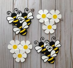 Bumble Bee and Daisy Flower Cupcake Toppers. - Kinderspiele - Bumble Bee and Flower Cupcake Toppers. Bee Crafts, Paper Crafts, Flower Cupcakes, Lemon Cupcakes, Strawberry Cupcakes, Fondant Cupcakes, Daisy Party, Sunflower Wall Decor, Baby Girl Nursery Decor