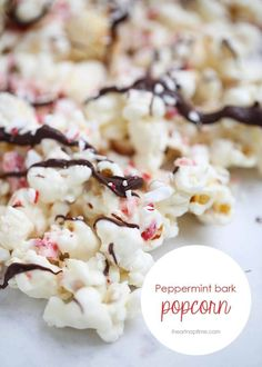 This peppermint bark popcorn is an easy and delicious treat for the holidays! Perfectly salty and sweet with the best peppermint flavor. Mini Desserts, Holiday Baking, Christmas Desserts, Christmas Baking, Christmas Kitchen, Chocolate Desserts, Yummy Treats, Delicious Desserts, Sweet Treats