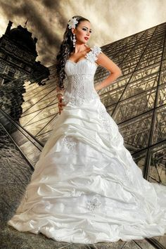 gorgeous wedding gown designed by lebanese fashion designer, gaby saliba