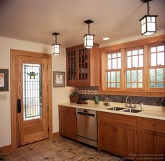 crafts style kitchen craftsman crafts style kitchen craftsman kitchen cabinets traditional light wood 137 arts and crafts stained glass Kitchen Craft Cabinets, Kitchen Cabinets Pictures, Kitchen Cabinet Styles, Kitchen Ideas, Shaker Cabinets, Kitchen Pantry, Kitchen Stuff, Diy Kitchen, Kitchen Decor
