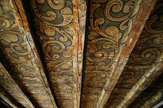 """lauracricket: """"Norwegian homes decorated with traditional rosemaling. """" Never seen anything like the bottom 2 (they kinda look american-""""norwegian""""?) but goddamn so gorgeous Norwegian House, Norwegian Style, Norwegian Wood, Scandinavian Cabin, Scandinavian Design, Painted Ceiling Beams, Painted Floorboards, Slanted Ceiling, Norwegian Rosemaling"""