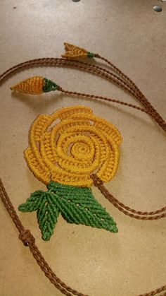 Lace Embroidery, Embroidery Stitches, Embroidery Designs, Macrame Necklace, Macrame Jewelry, Knot Braid, Brazilian Embroidery, Leaf Flowers, Micro Macrame