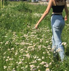 we hit :)))))) 👼🏼🤍 awesome Tagged with aesthetixs alternative fashion flowers girl grass green indie retro summer vintage Nature Aesthetic, Summer Aesthetic, Aesthetic Vintage, Aesthetic Photo, Aesthetic Pictures, Aesthetic Clothes, 90s Aesthetic, Photography Aesthetic, Aesthetic Women