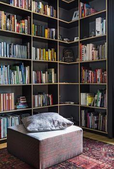 boekenkast zelfgemaakt van betonplex