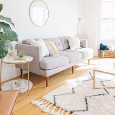 You are going to LOVE the tour of @seramaria's bright and sunny San Francisco home on The Everygirl today. Not only does she have a super cool career, but she also has enviable design taste as well Link in bio to see the whole apartment! || photo by @jenkay via @seramaria
