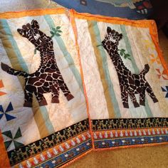 Giraffenquilts made by Irmgard Crafts To Make, Arts And Crafts, Quilts, Blanket, Comforters, Blankets, Patch Quilt, Artesanato, Kilts