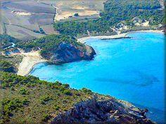 Es Grao la playa mas familiar de Menorca, ideal para niños y mayores, por su baja profundidad y aguas mas templadas