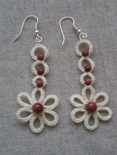 I love simple tatting designs like this. More casual everyday type tatting but s. Tatting Earrings, Tatting Jewelry, Lace Earrings, Lace Jewelry, Tatting Lace, Bead Jewellery, Fabric Jewelry, Flower Earrings, Chandelier Earrings