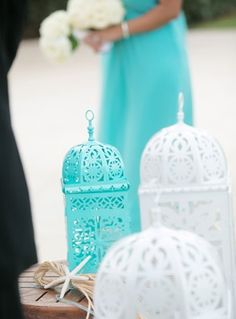 Tiffany blue wedding decor | Photo: Chris Joriann Photography