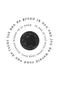 Poster Wereld A3 Ik hou van jou de wereld rond van de lucht tot aan de grond. Ik heb je lief mijn leven lang hier, duizend kusjes op je wang. Plak hem boven een bed(je) of lijst hem in. Poster wereld in A3 formaat, ook in A4 formaat verkrijgbaar. Gedicht van Woordkunsten.