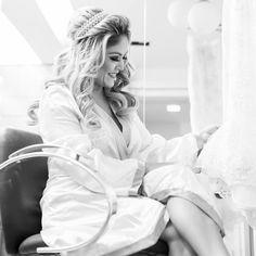 #juansartini #juansartiniarrasando #sartifiquese #fizcomjuansartini #loiro #loirodossonhos #dreamsblond #loirolindo #loiropoderoso #cabelodossonhos #noiva #bride #noivadossonhos #cabelobyjuansartini #diad #casamento Noiva Iris Pâmela pronta! Penteado By @juansartini e make up By @tiagomendesjf  e tiara da @priscillastiebler !!!