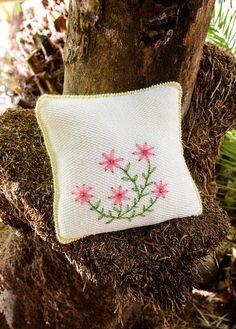 Kissenhülle mit Blütenstickerei Burlap, Coin Purse, Reusable Tote Bags, Wallet, Purses, Embroidery, Breien, Pocket Wallet, Handbags