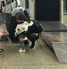 Jackson filming 'Let Go Of My Baby' Cute Asian Babies, Korean Babies, Cute Babies, Cute Little Baby, Little Babies, Couple With Baby, Father And Baby, Ulzzang Kids, Korean Couple
