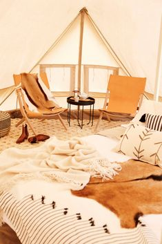 When glamping, skip blow up mattresses and sleeping bags and go for a camping bed piled high with soft cushioning and luxe linens. Glamping 8 creative ideas to turn camping into glamping Bell Tent Glamping, Camping Glamping, Luxury Camping, Camping Hacks, Outdoor Camping, Camping Ideas, Cool Camping Tents, Rain Camping, Tent Camping Beds