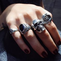 Cute Jewelry, Jewelry Accessories, Skull Jewelry, Skull Rings, Men's Jewelry Rings, Grunge Jewelry, Hippie Jewelry, Small Skull, Accesorios Casual