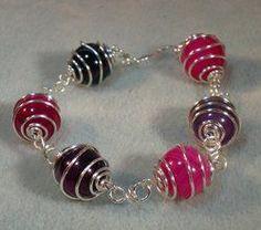 nice DIY Bijoux - Coiled Wire Caged Bead Bracelet