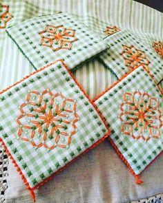 ❣Eski bir nakış tekniği... #pötikareişleme #nakiş #işleme #pitikare #kaneviçe #canvas #elişi #embroidery #nakış #cagework #hobby #vintage #etamin #craft #crochet #love #hobi #crochetlove #handmade #mutfaktakımı #followme #pretty #homedekor #çeyiz #anneminçeyizi #patterns #masaörtüsü #beautiful #güzelevler #pulleywork http://turkrazzi.com/ipost/1518864575843059627/?code=BUUF0jRDMer