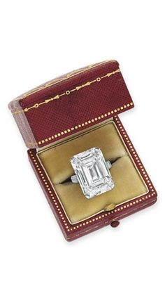 From the collection of reclusive millionairess Huguette Clark: 19.86 carat diamond ring by Cartier