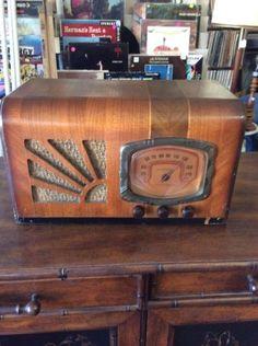 Vintage-Supertone-Superheterodyne-Tube-Radio