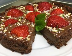 Nepečený čokoládový tart s jahodami Lidl, Treats, Sweet, Food, Goodies, Hoods, Meals, Sweets, Snacks