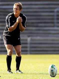 Jonny Wilkinson - in a different class Quade Cooper, Soccer Practice Plans, International Rugby, Super Rugby, Sports Personality, Six Nations, Rugby World Cup, Rugby Players, Olympians