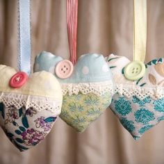 Heart of Lavender Bag; could put oils in like eucalyptus Patchwork Heart, Crazy Patchwork, Lavender Bags, Lavender Sachets, Rustic Quilts, Sewing Projects, Craft Projects, Sachet Bags, Scented Sachets