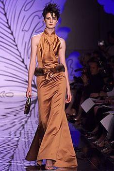 Valentino Fall 2001 Couture Fashion Show - Valentino Garavani, Erin O'Connor
