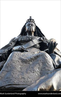 Queen Victoria Statue Albert Square Dundee Scotland by Mark Sunderland, via Flickr