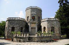 """Castelul Iulia Hasdeu sau """"Templul Spiritului"""" este localizat la 97 km nord de Bucuresti, in Campina.  Dupa cum ii spune si numele, acest Castel a fost dedicat Iuliei Hasdeu, de catre tatal sau, scriitorul si istoricul, Bogdan Petriceicu Hasdeu."""