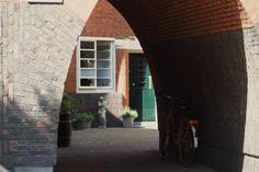 hofje in Amsterdam Amsterdam, Wall Decor, Wall Art, Home Improvement, Art Deco, School, Wall Hanging Decor, Home Improvements, Wall Decorations