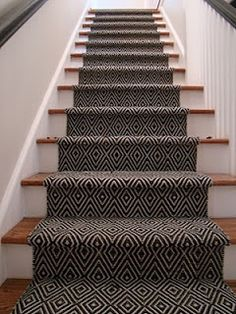 15 Creative Stair Runner Ideas that Will Make Your Staircase Look Stunning - Hau. 15 Creative Stair Runner Ideas that Will Make Your Staircase Look Stunning – Haus Dekoration Style At Home, Staircase Runner, Stair Runners, Staircase Ideas, Staircase Design, Stair Rug Runner, Sisal Runner, Staircase Makeover, Hallway Runner