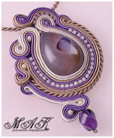 Mak - Biżuteria sutasz: Odrobina bzu... Resin Jewelry, Boho Jewelry, Handmade Jewelry, Gold Jewellery, Soutache Pendant, Soutache Necklace, Embroidery Jewelry, Beaded Embroidery, Shibori