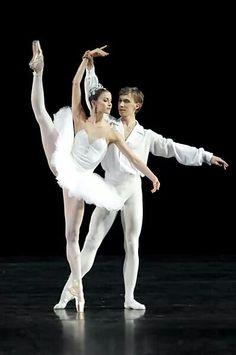 Alina Somova and Alexei Popov /Mariinsky Ballet