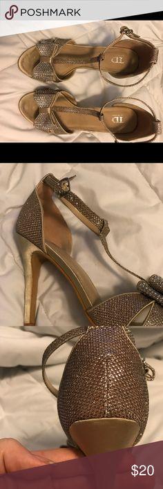 gorgeous gold bow t strap heels Drop dead gorgeous champagne gold t strap heels with bow Shoes Heels
